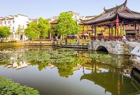 海外旅行社最新南昌到江湾旅游线路、5A景点、萧江大宗祠、百工坊、鼓吹堂、公社食堂