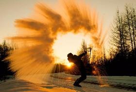 至尊雪鼎哈尔滨、童话雪乡、雪地摩托双飞6日游